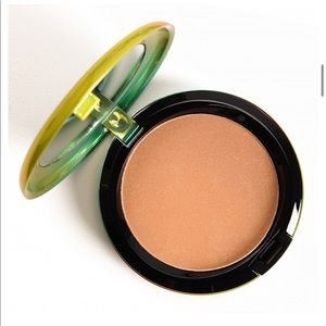 MAC LE Refined Golden Bronzing Powder